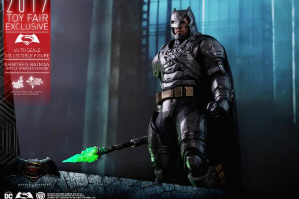Hot Toys MMS 417 - ARMORED BATMAN (BATTLE DAMAGED)
